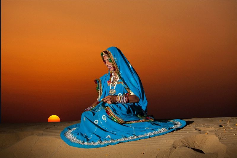 dancer posing on the dunes, thar desert, jaiselmer ...