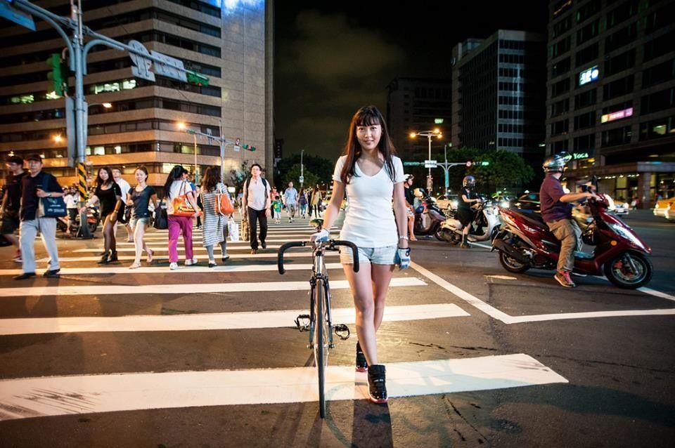 なにわ禁輸うどん♪ Girls on bike, Bicycle, Track bike