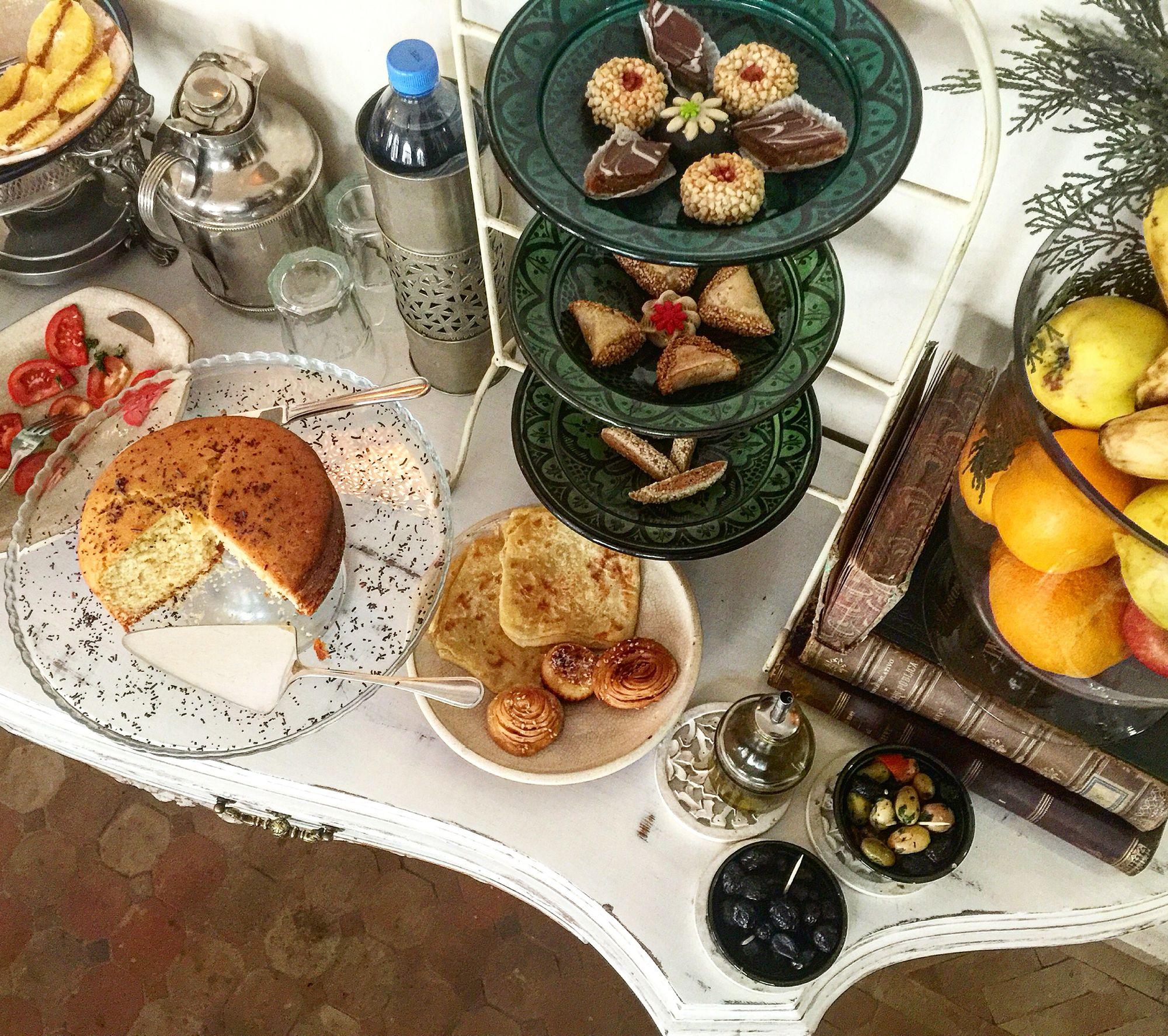#buenosdías #felizdomingo Esto es parte del #buffet que cada día servimos durante el #desayuno en #riadpalaciodelasespecias , junto con los platos fríos y calientes que cada día variamos. #hotelboutique #hotelconencanto #escapadamarroqui #vacaciones #elmejorriaddelmundo #decoration #decor #marrakech #morocco #marruecos #maroc   www.palaciodelasespecias.com