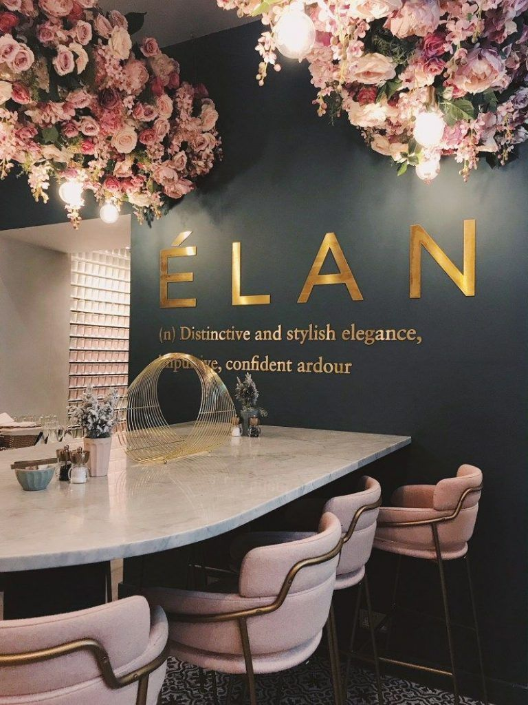 Photo of Elan Cafe ein sehr dunkelrosa und atemberaubender Ort Design Gallerist   Seltene und einzigartige Produkte