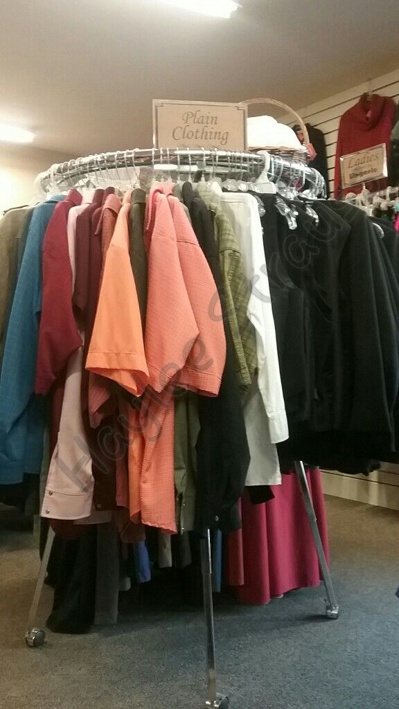Plain Clothing For Sale At A Thrift Store In Lancaster County Pennsylvania Amish Clothing Lancaster County Pennsylvania Plain People