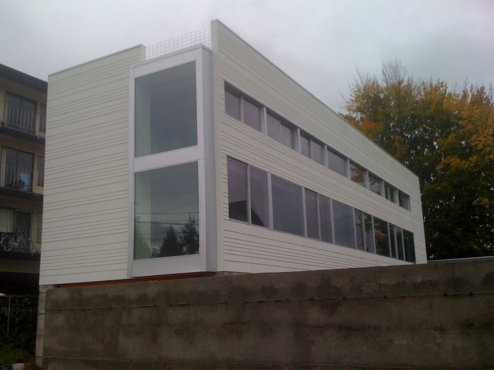 Hardiplank in modern applications terrible photo but for Modern fiber cement siding