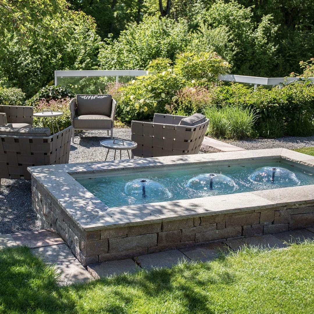 Der Brunnen Verleiht Dem Garten Etwas Lebendiges Und Macht Ihn Zum