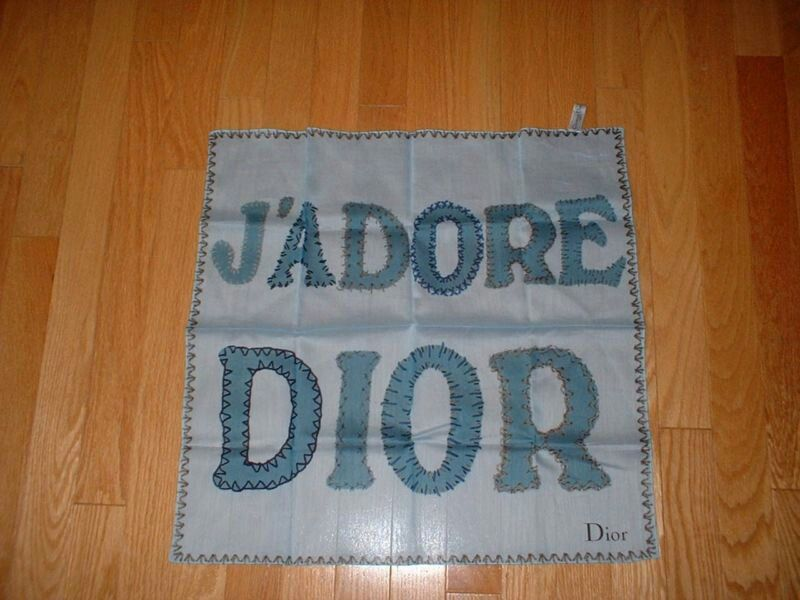 Vintage blue Dior scarf : 20×20