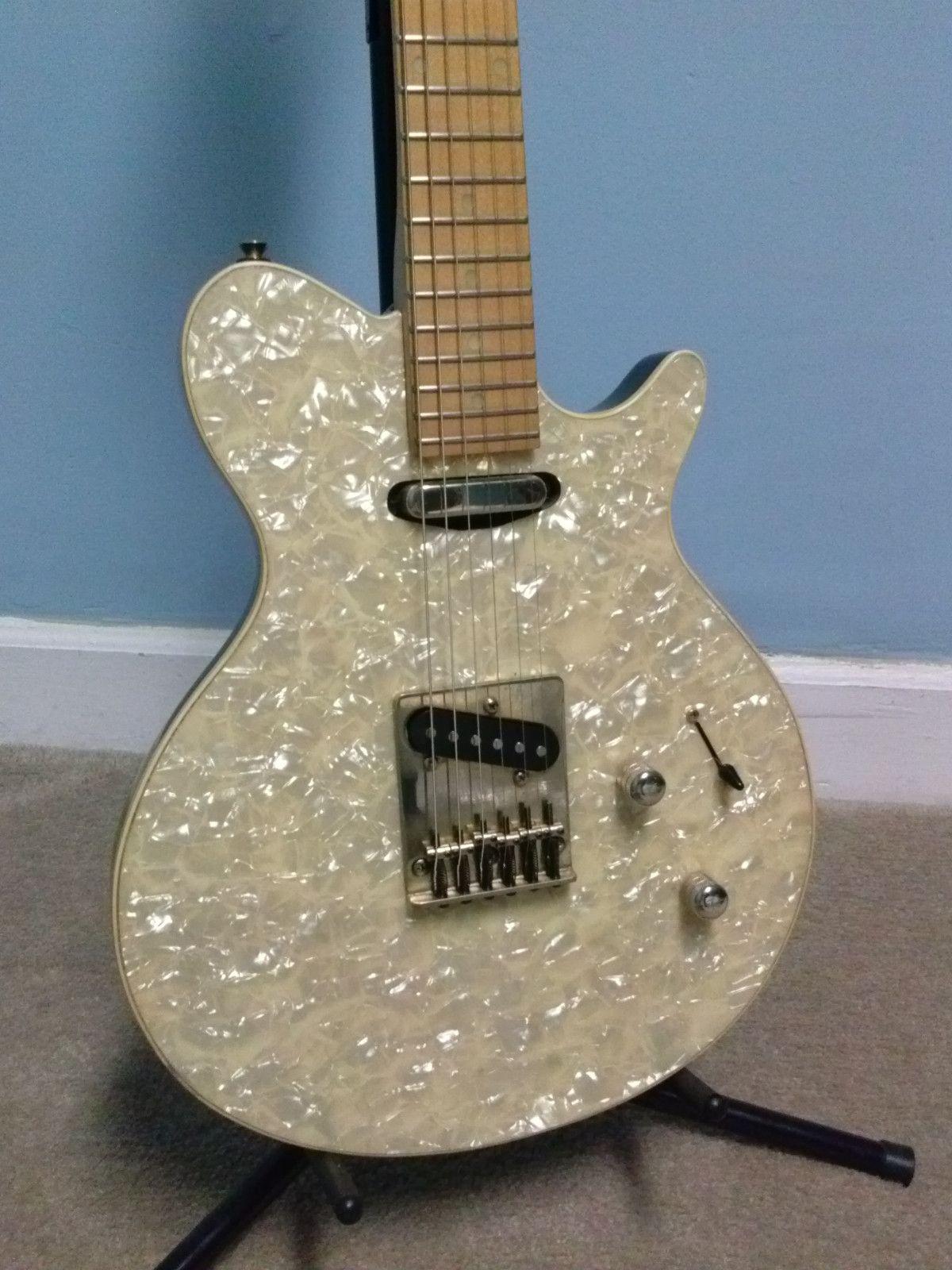 90 39 s hohner pearl electric guitar beautiful white pearl finish rare korea arty avante. Black Bedroom Furniture Sets. Home Design Ideas