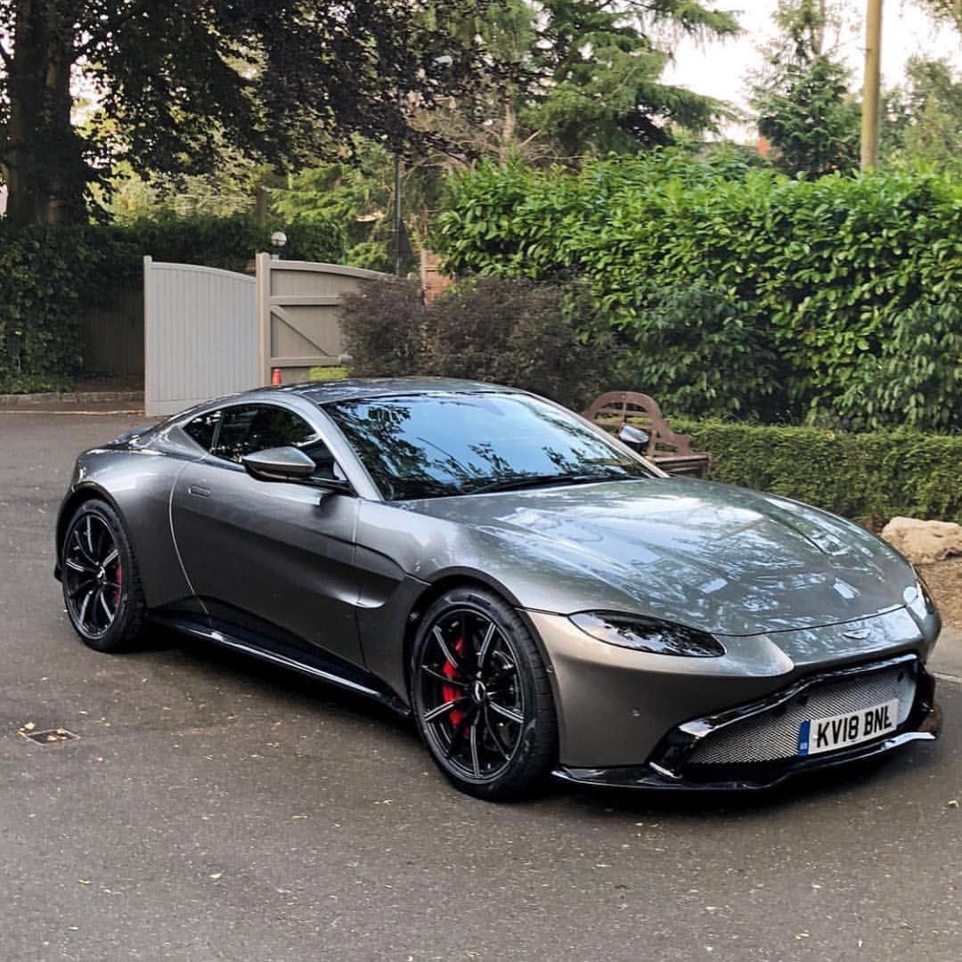 Aston Martín Vantage / 📸 @rokenr #astonmartin #v8 #vantage