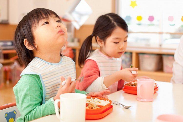 trẻ biếng ăn
