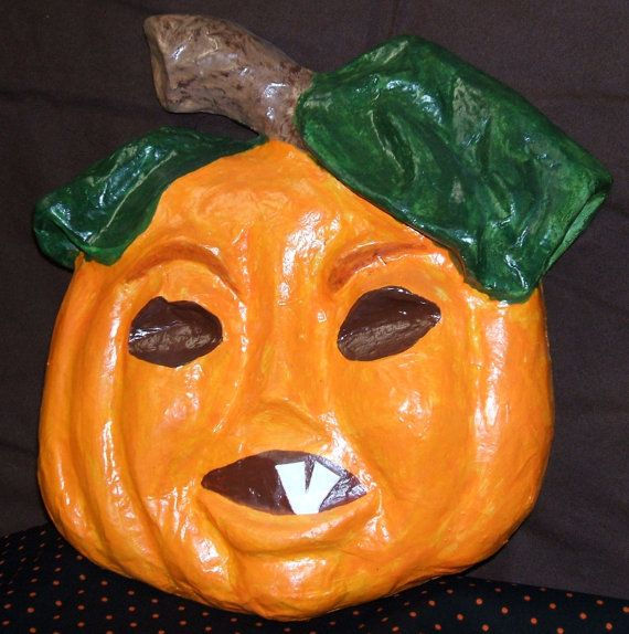 This pumpkin face will make a great addition to your halloween