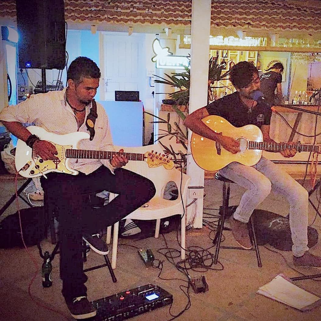 Live & Exclusive  @kristianbentmusic  #livemusic #beachlife #acousticmusic #originalsong #friday #acousticsessions