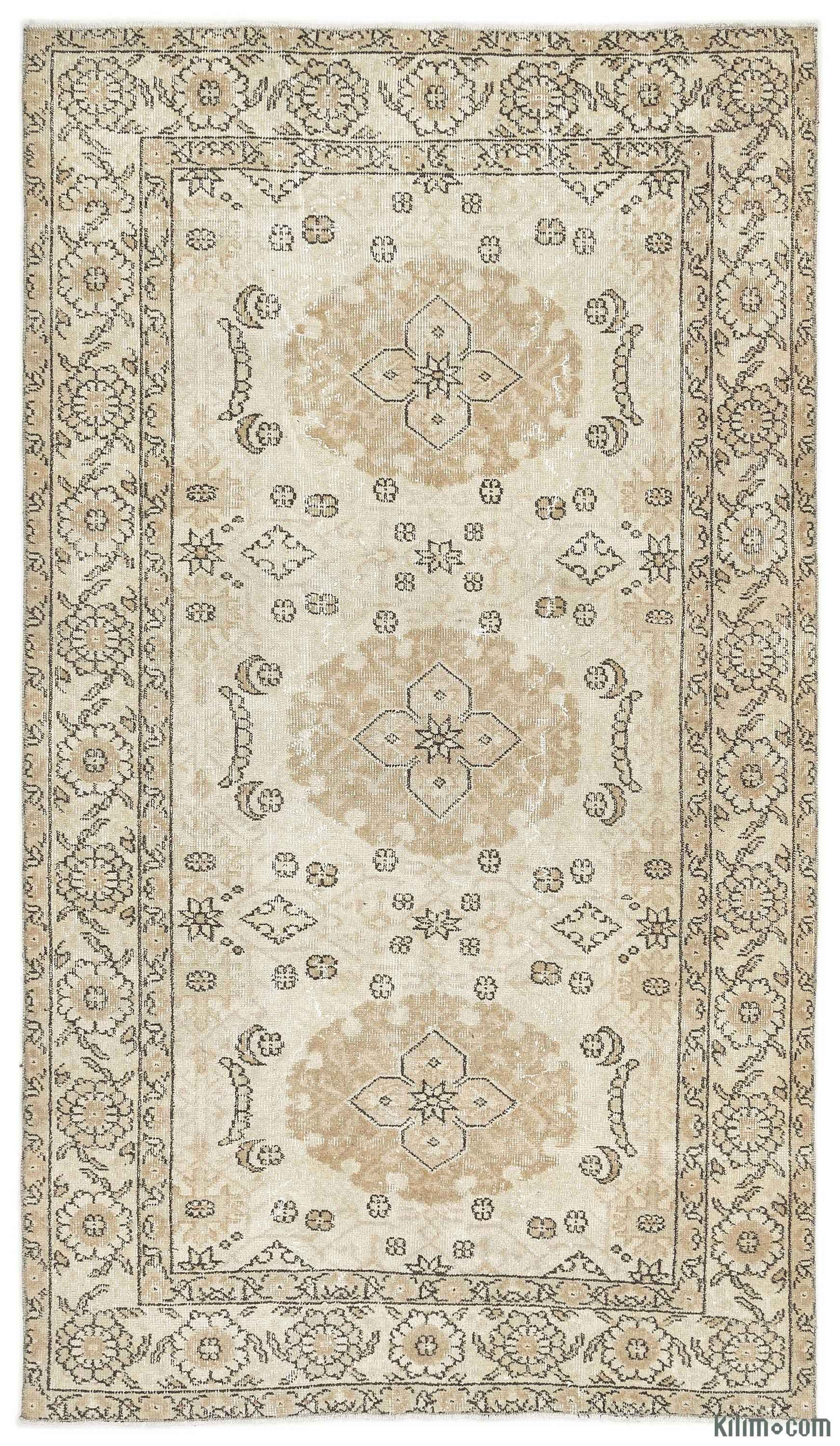 For A Contemporary Look With A Vintage Appeal We Source Rugs Hand Woven In The 60 S And 70 S In Excellent Condition A Vintage Area Rugs Vintage Rugs Area Rugs