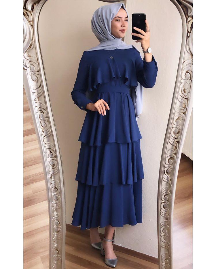 Instagram Da Giza Tesettur Sahaaane Elbisemizde En Yeni Renk Fiyat 149 90 Bedenler 36 38 40 42 Manken Eli Elbise Balo Elbiseleri Elbiseler