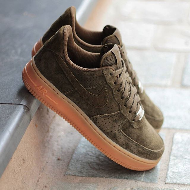Nike Air Force 1 Faible Daim Femme Kakistocracy