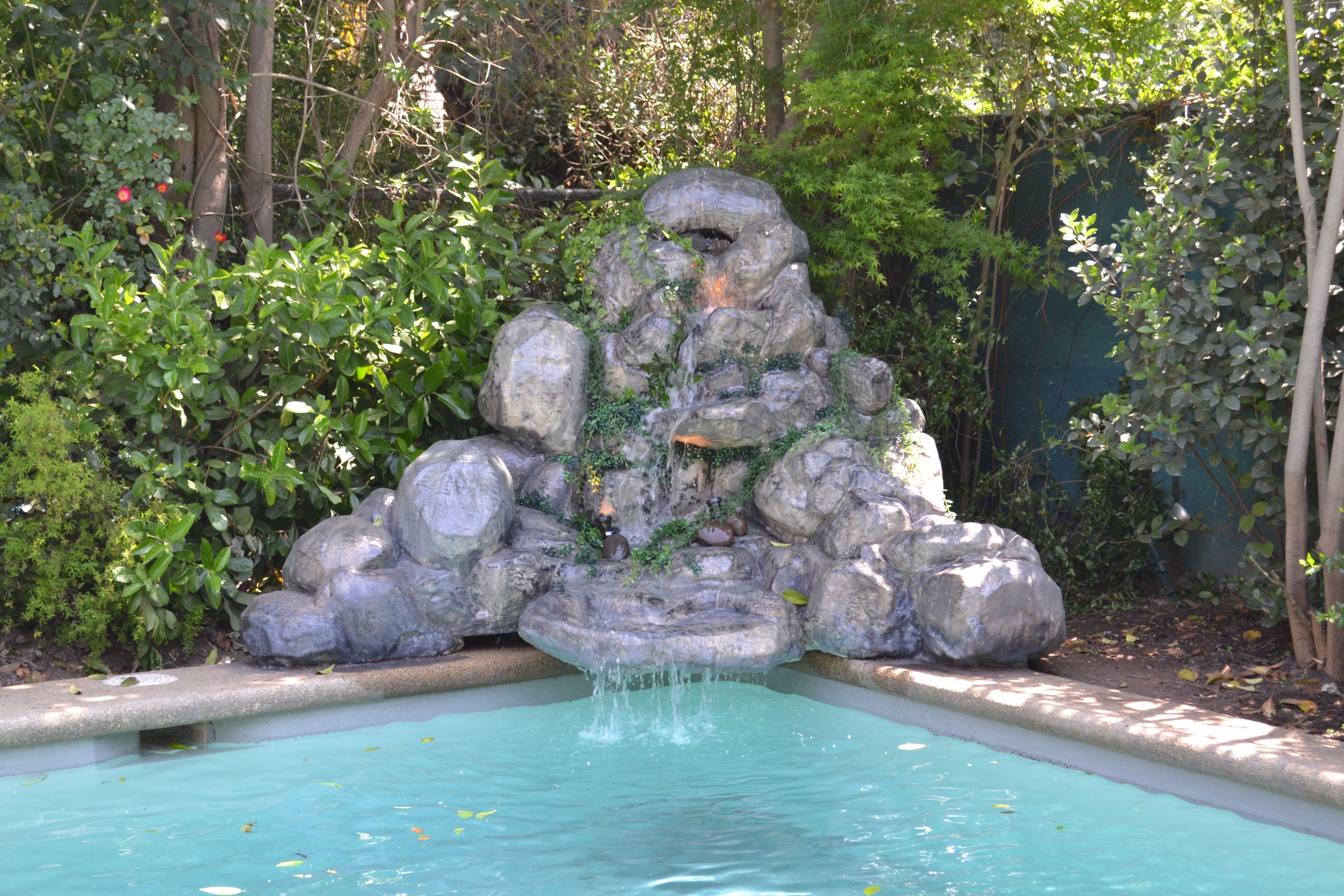 Cascada para piscina jardineria pinterest - Fuentes de cascada ...
