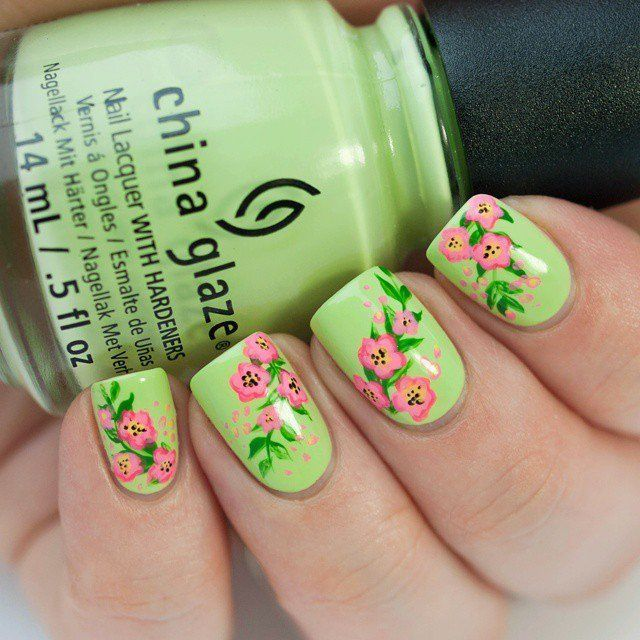 Beautiful  Floral Nail Design for Summer