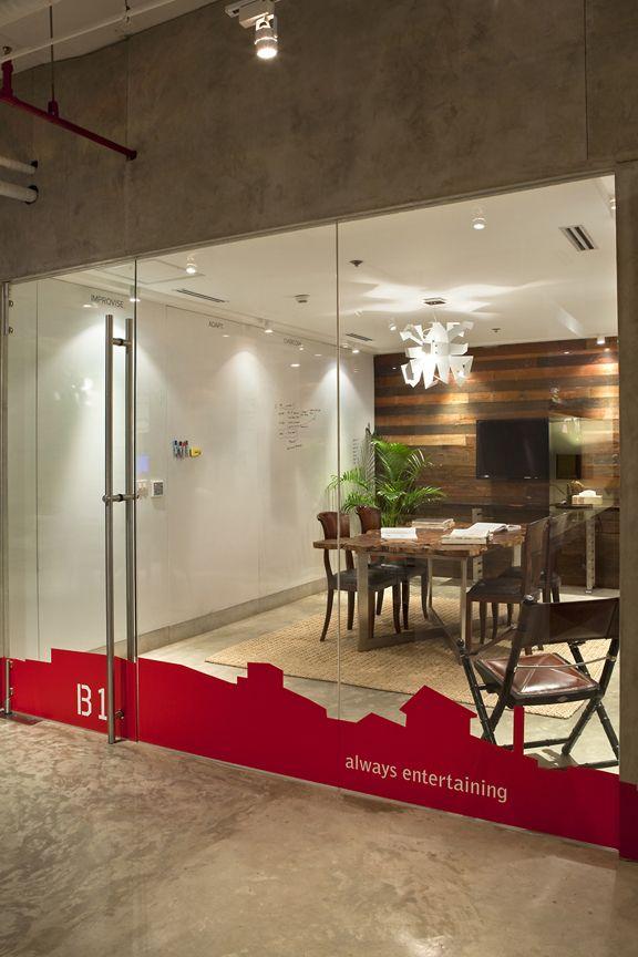 lettrage vitrine salle de conf rence id e deco pinterest salle de conf rence conf rences. Black Bedroom Furniture Sets. Home Design Ideas