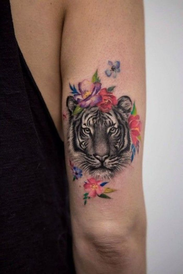 tiger tattoos oberarm t towieren bunte blumen tigerkopf trends pinterest tiger tattoo. Black Bedroom Furniture Sets. Home Design Ideas