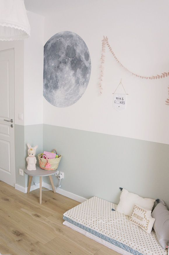 une peinture grise bleue qui dcore une chambre de fille une belle ide