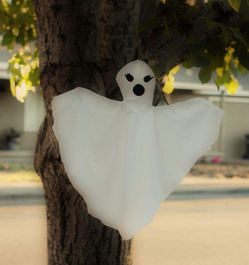 DIY Ghosts A Fantastic Family of Phantasms Halloween ideas - halloween decorations ideas diy