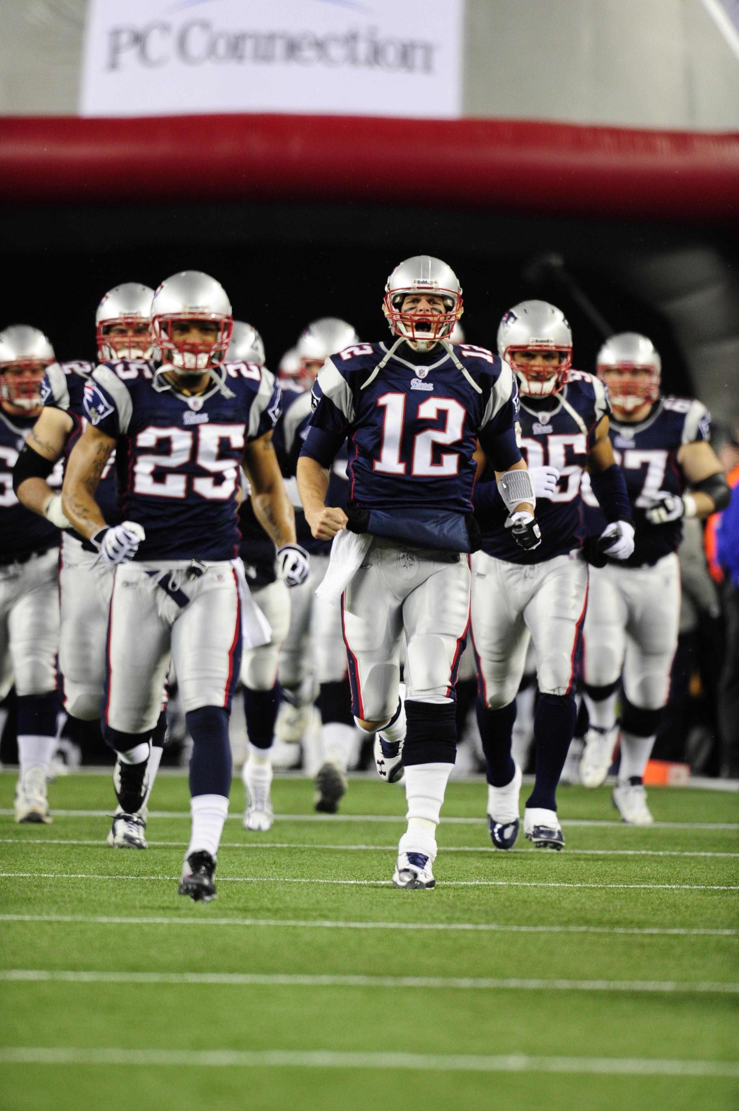 Bradynyj120610 Jm0058 Jpg 2 560 3 847 Pixels New England Patriots Patriots Team New England Patriots Football