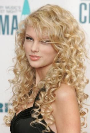 Getting A Perm Taylor Swift Hair Taylor Swift Curls Hair Styles