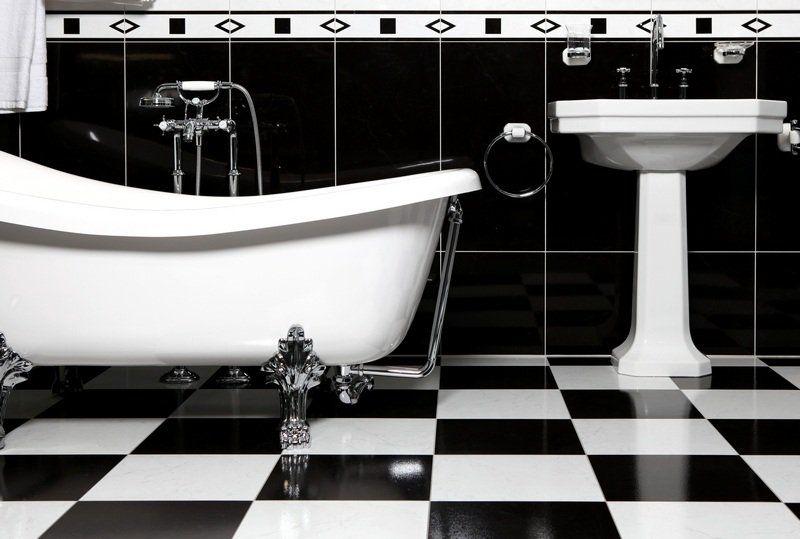 Salle de bain rétro - carrelage, meubles et déco en 55 photos! - salle de bain meuble noir