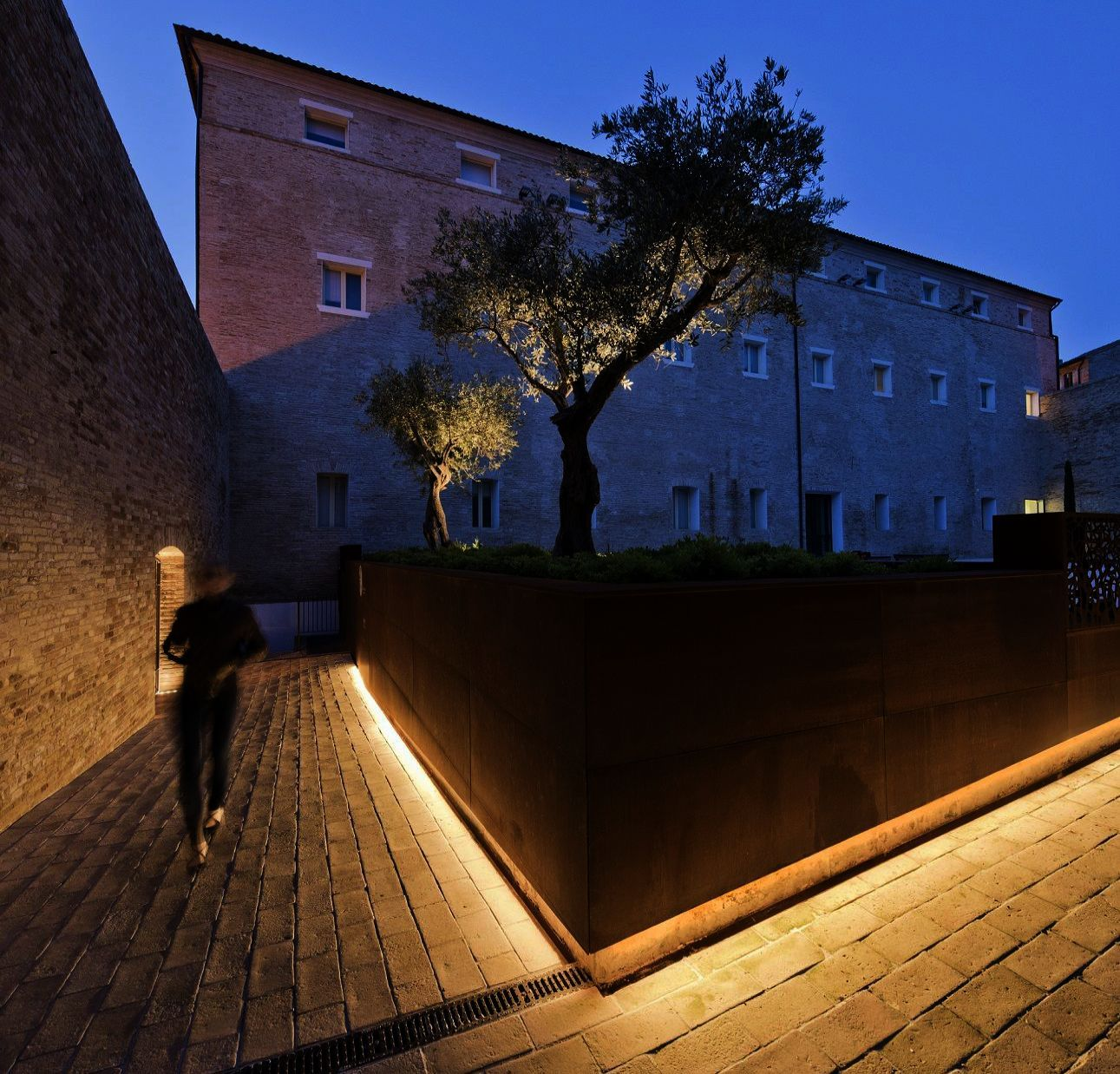 Before You Work On Your Home S Landscape Read On Landscape Lighting Design Landscape Lighting Urban Lighting