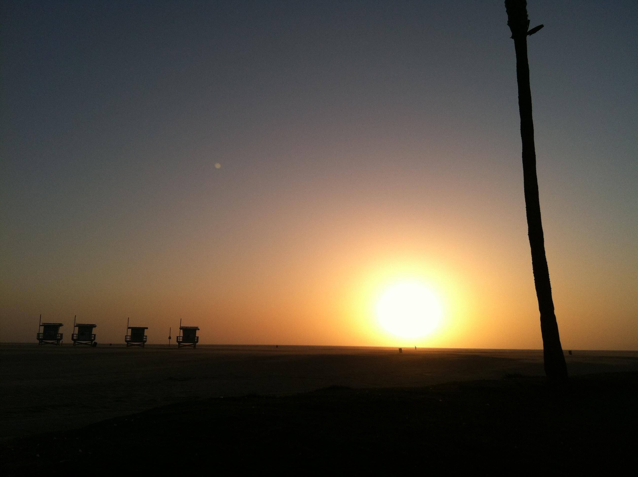 Venice Beach at dusk [OC] [2592x1936]