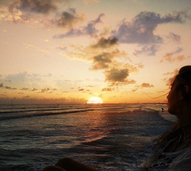 vejo a beleza múltipla do horizonte... ouço o mar, que minha alma, faz... ✌