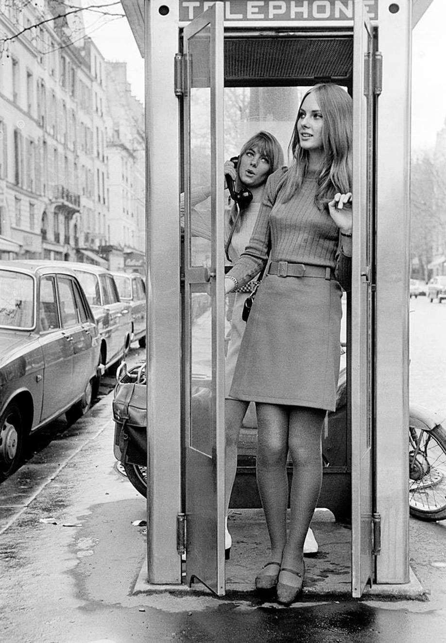Un Regard Oblique Jack Garofalo A Rainy Day In Paris April 1966 English Fashion Sixties Fashion Mini Skirts