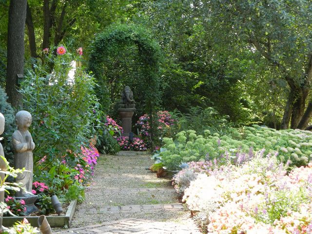 The French Tangerine Jan Buckingham An Inspired Garden Landscaping Around House Classic Garden Design Landscape Services