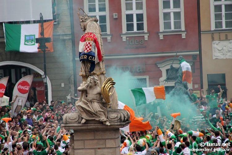 Irish Supporters and a green smoke-bomb