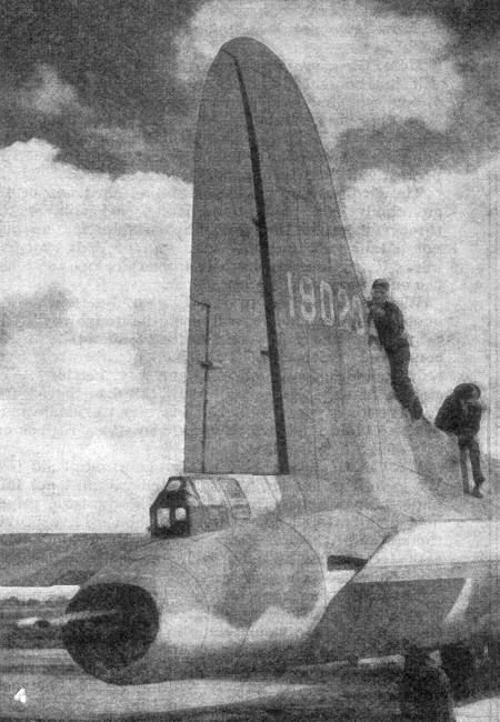 This picture of the tail of the Boeing B-17 Flying Fortress shows the original factory-fitted tail guns. The two members of the groundcrew give a good idea of the real size of the giant tail of the B-17.
