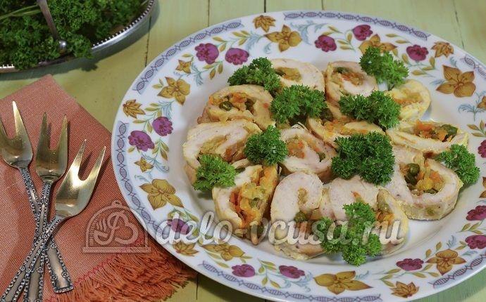 Куриный рулет с овощами от Ju Li  https://delo-vcusa.ru/recept/kurinyj-rulet-s-ovoshhami/ ^_^ ♨   ☀Солнечного настроения и удачного дня!  #Птица #рецепты #деловкуса #кулинария