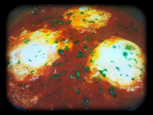 Gastronomía día a día: Cazuela de Huevos con Salsa de Tomate