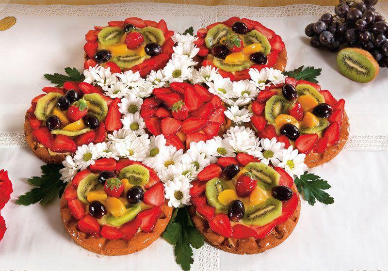 Crostata di frutta a fiore torte decorate con la frutta - Decorazioni torte con glassa ...
