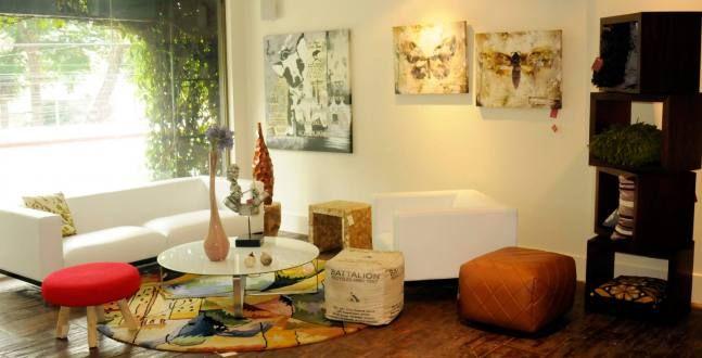 sofa terra y poltrona terra ambos tapizados en cuero disponibles