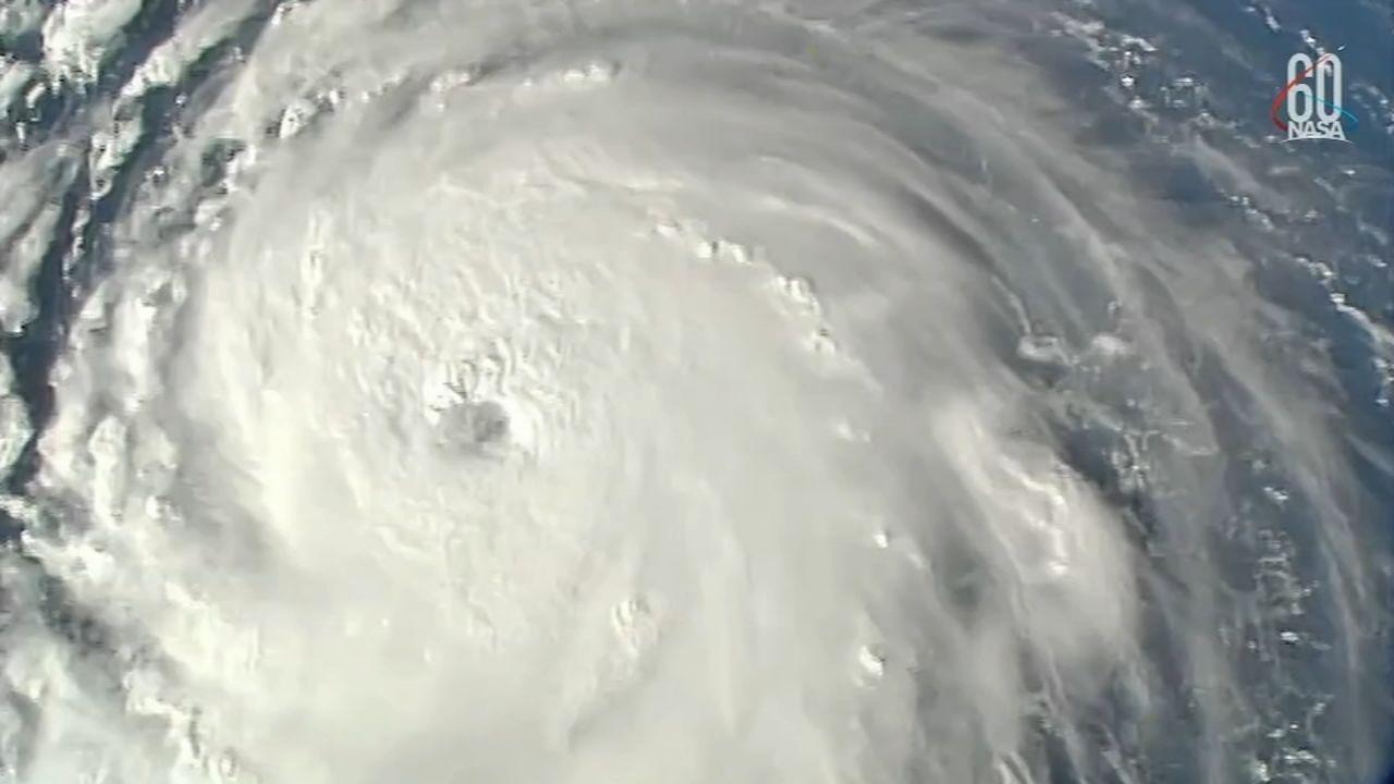 Hurricane Florence Live Tracker Outer Bands Begin Lashing North Carolina Coast With Winds Rain Abc7chicago Com Florence East Coast North Carolina Coast