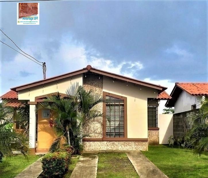 Casa en Venta en Ciudad de Panama, Las Cumbres Con Garita