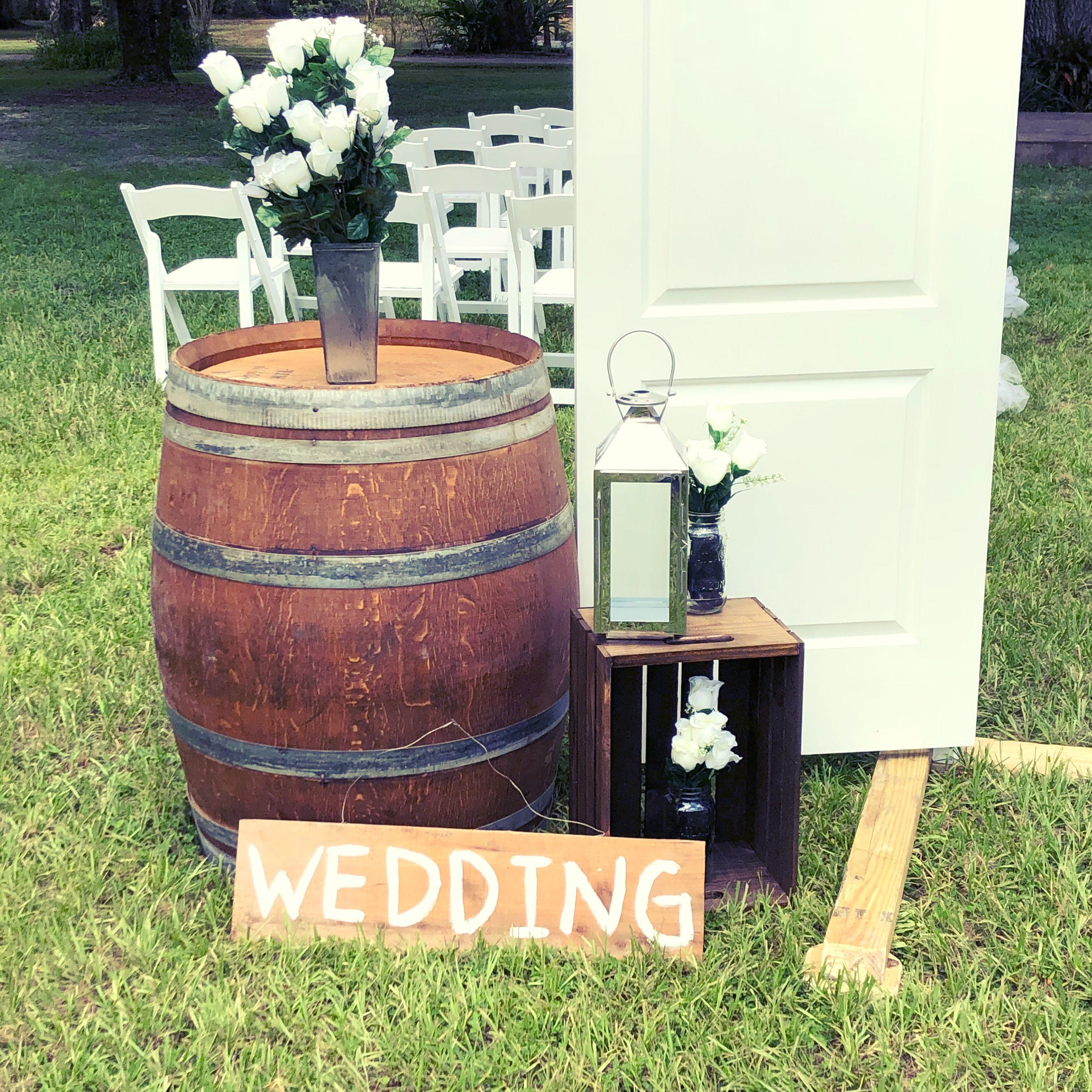 Outdoor Wedding Ceremony Doors: Rustic Chic Wedding Ceremony Decorations And Design