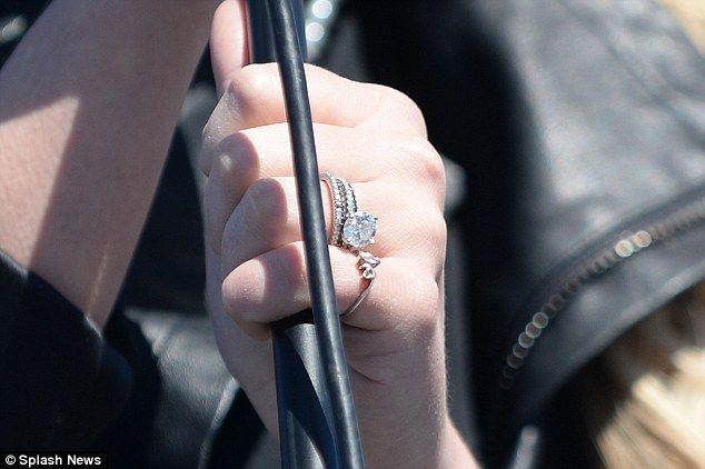 Newlywed Jamie Lynn Spears Flashes Her Rings During Performance Jamie Lynn Spears Jamie Lynn Spears Wedding Celebrity Engagement Rings