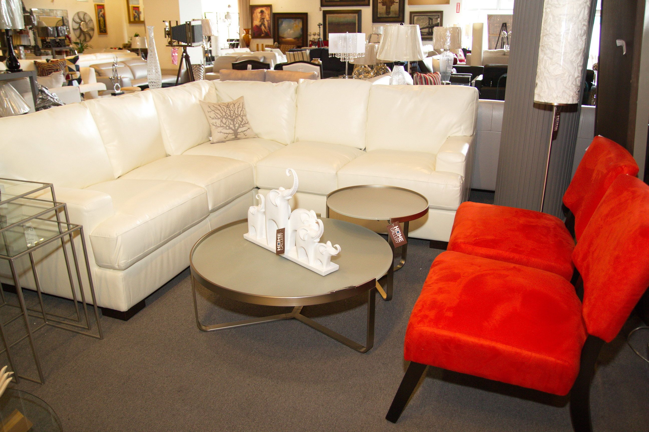 Seccional o sof en forma de l con cojines decorativos y - Cojines decorativos para sofas ...