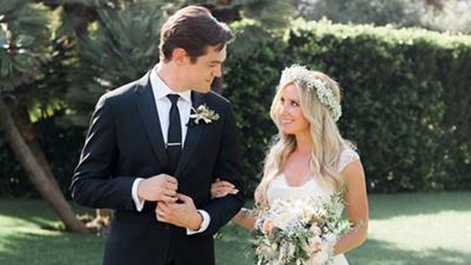 See Disney Channel Star Ashley Tisdale S Wedding Photo Celebrity Weddings Ashley Tisdale Wedding Photo Sharing
