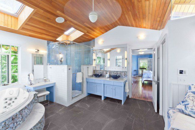 faux plafond bois, carrelage sol gris anthracite et meuble de - faux plafond salle de bain