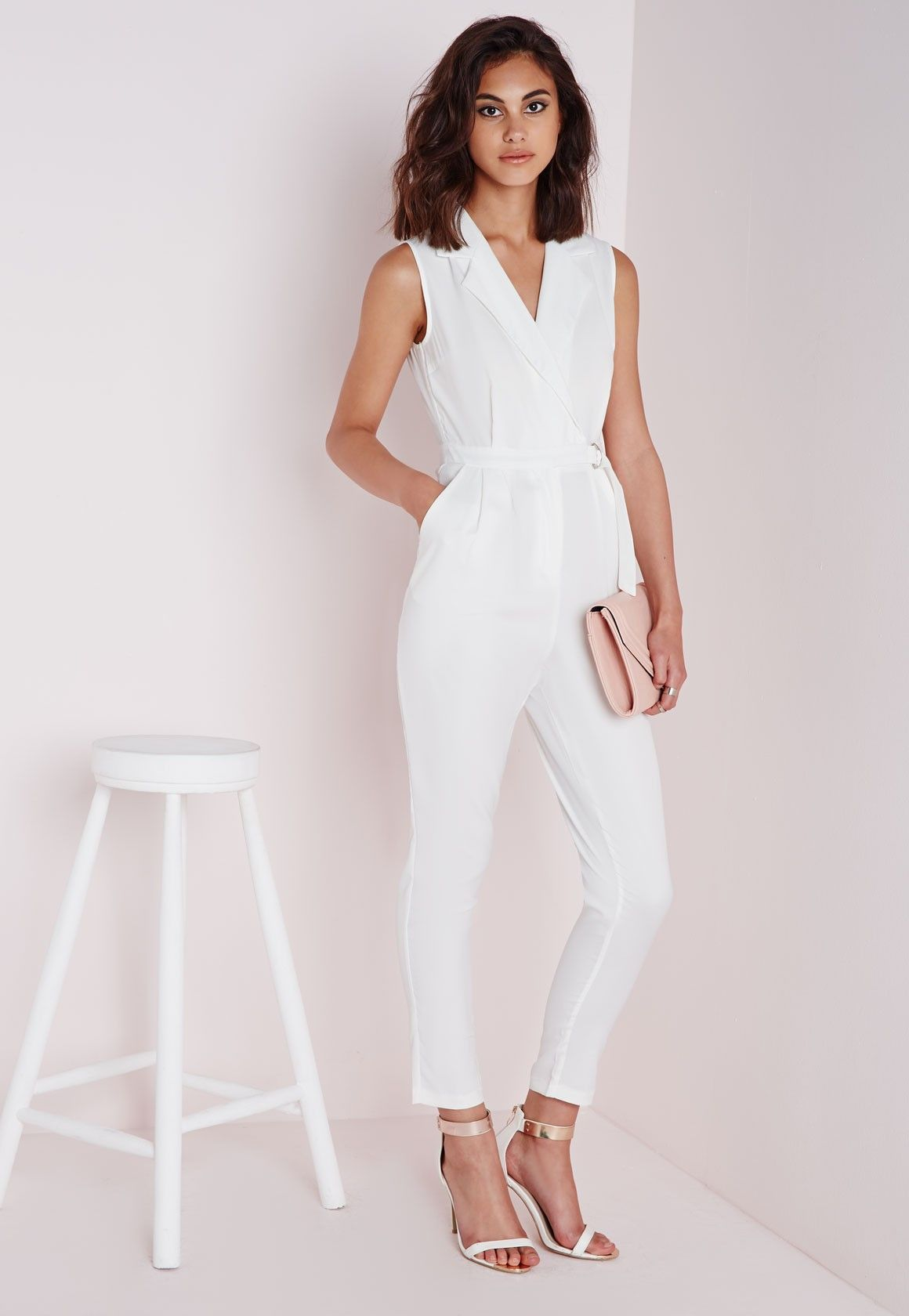missguided combinaison blanche sans manches avec ceinture jumpsuit robe vetements et tenue. Black Bedroom Furniture Sets. Home Design Ideas