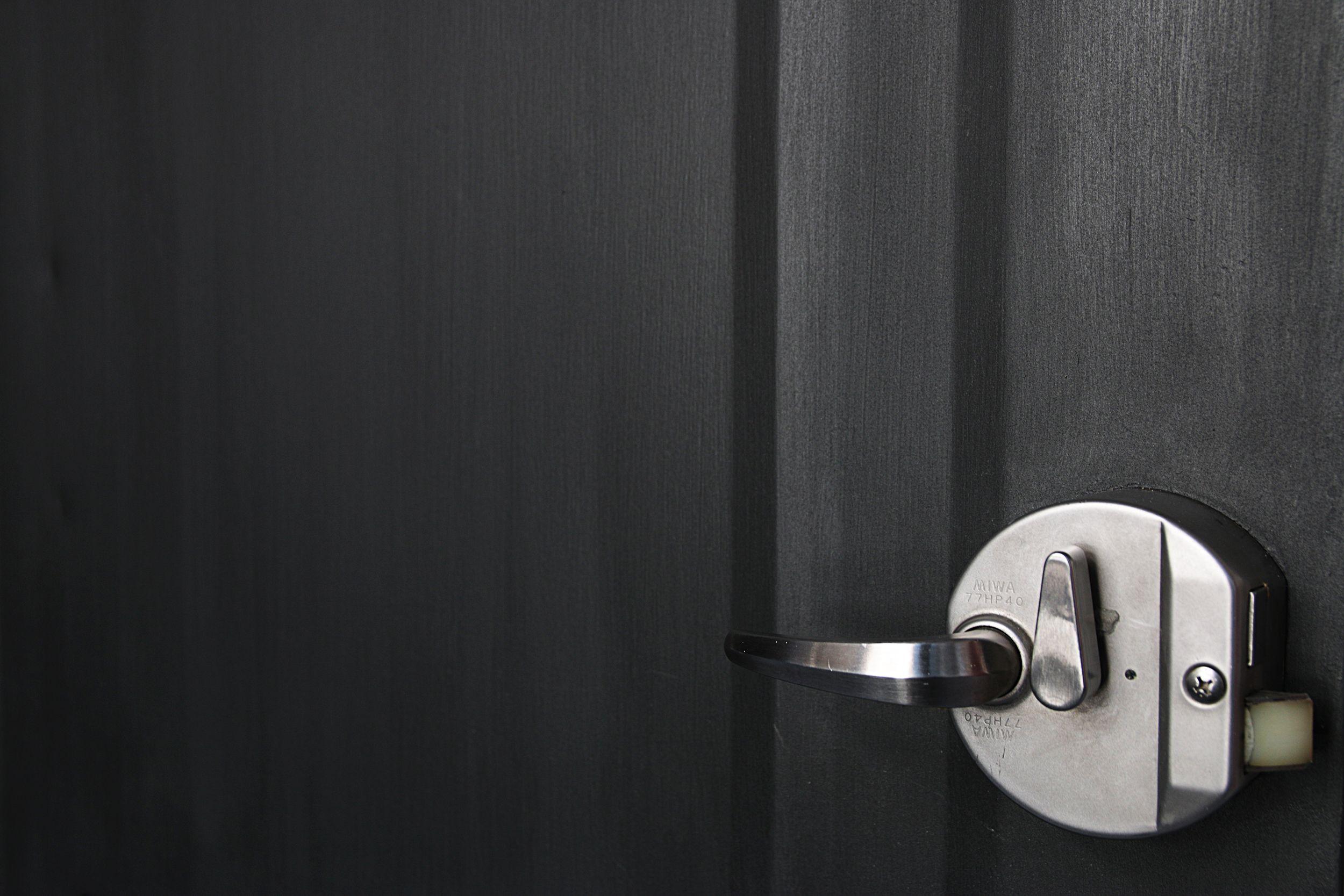 Toolboxの定額制パッケージリノベーションassy 古い玄関ドアを