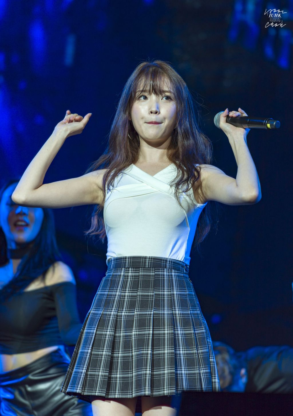 IU Drops Jaws With This Absolutely Hot Outfit | Daily K