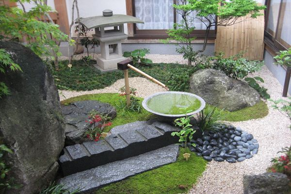 Japanese Garden Design Incorporating A Path Of Stepping Stones Home Interior In 2020 Japanese Garden Small Japanese Garden Asian Garden
