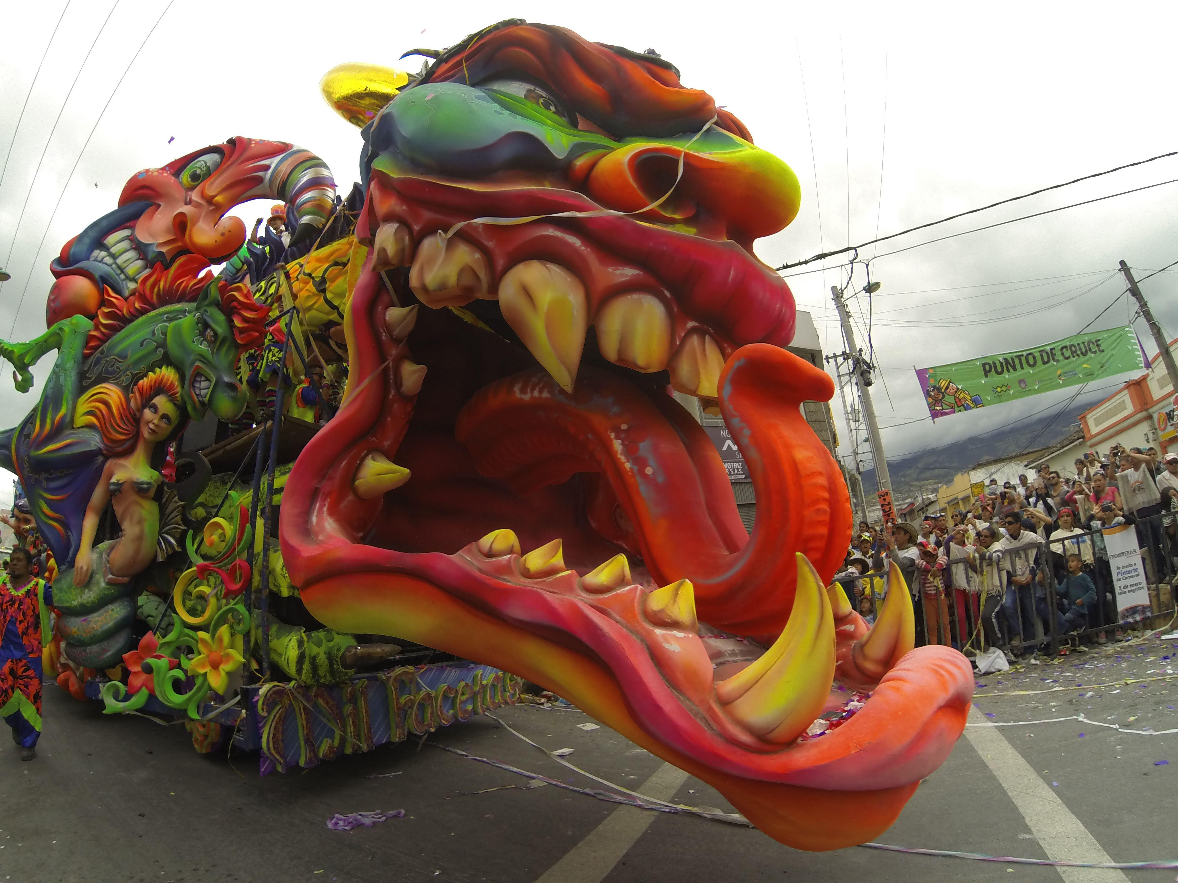 Carnaval de Negros y Blancos. 6 de enero 2016 Desfile Magno Carrozas.