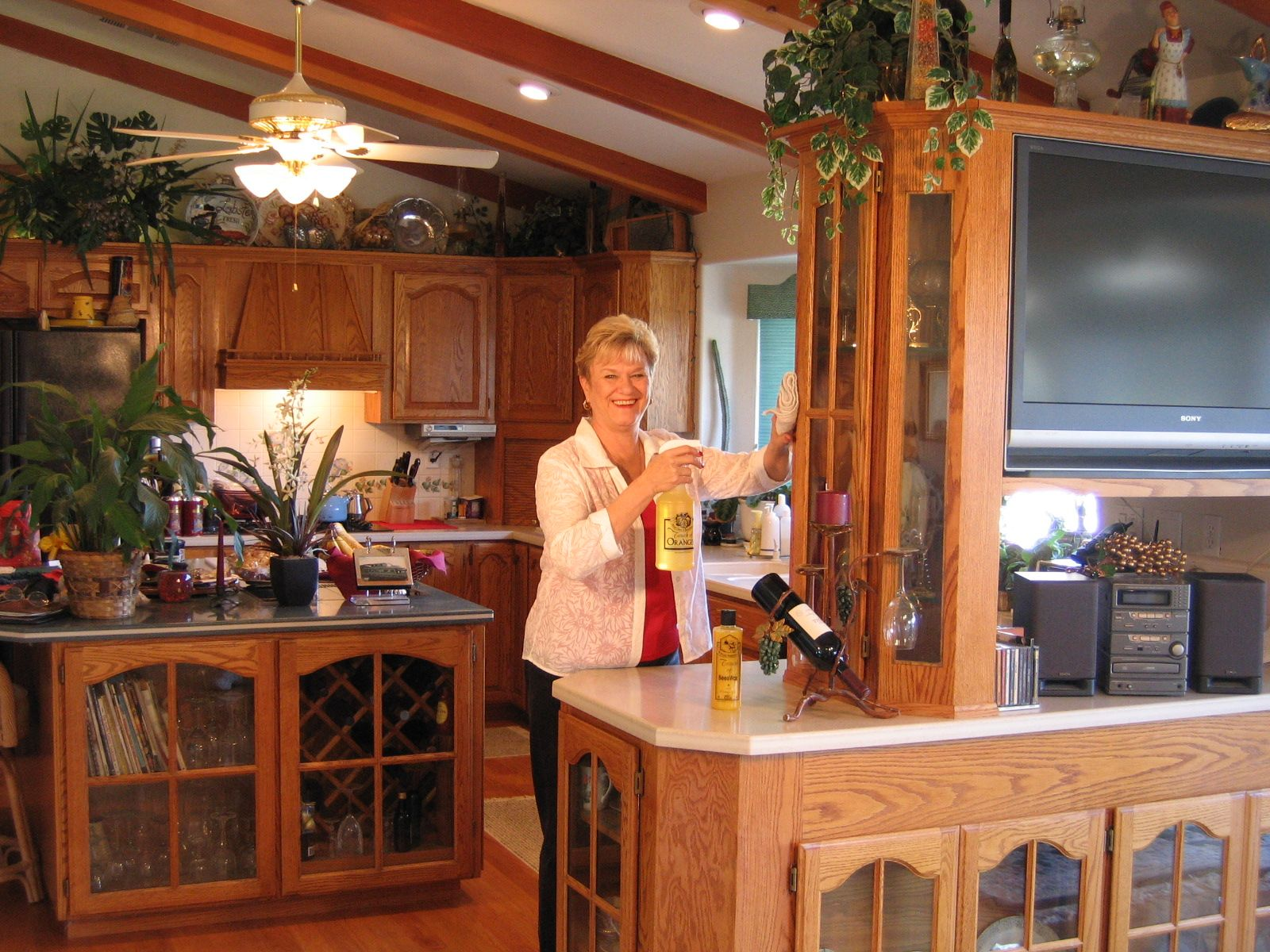 Clean wood kitchen cabinets the fast, easy and effective ...