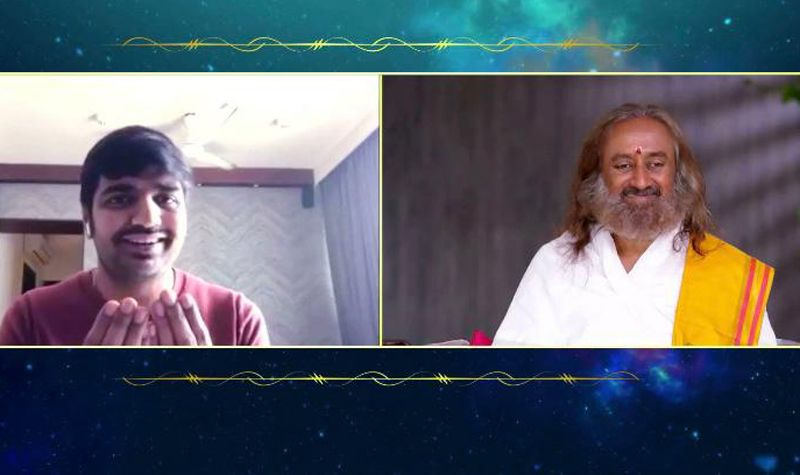 Gurudev and Comedian Sathish engage in a conversation about laughter & spirituality